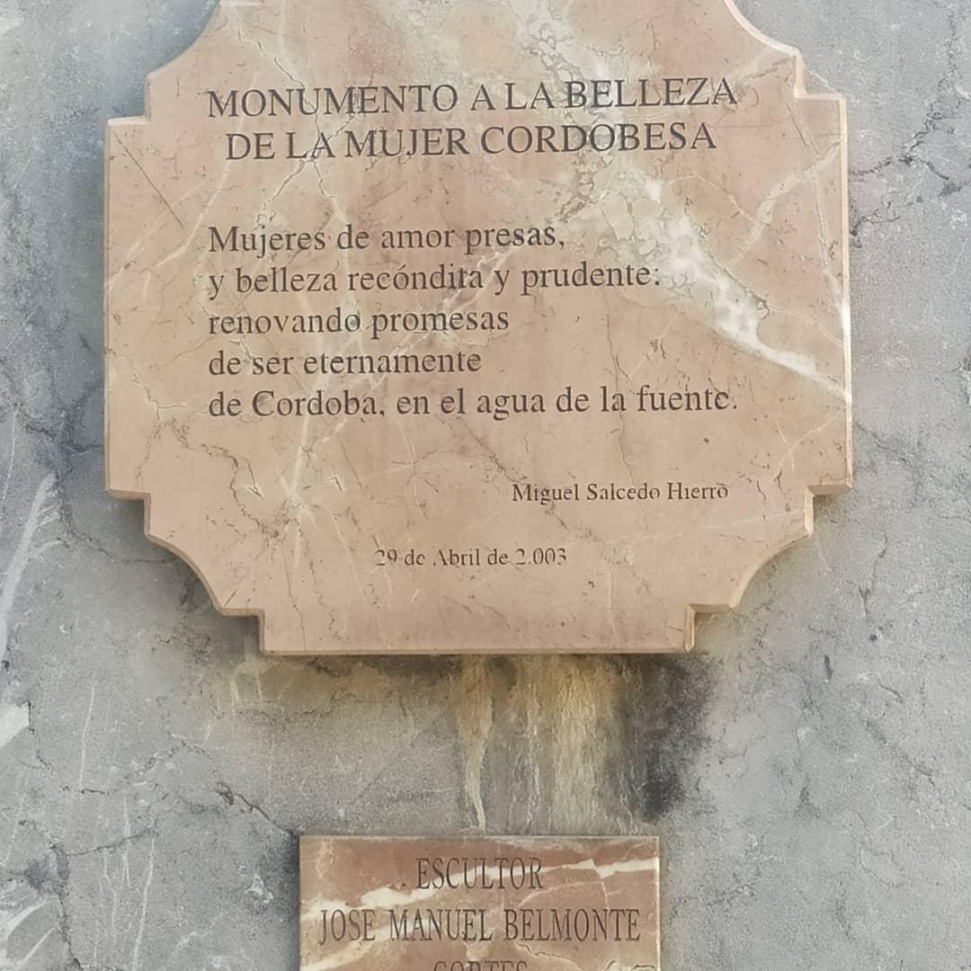 "Grupo escultórico ""Homenaje a la mujer cordobesa"""